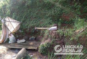 Sumber mata air yang dimanfaatkan oleh warga Desa Panumbangan, Kecamatan Jampangtengah, Kabupaten Sukabumi. | Sumber foto: Rendy Wahyudi